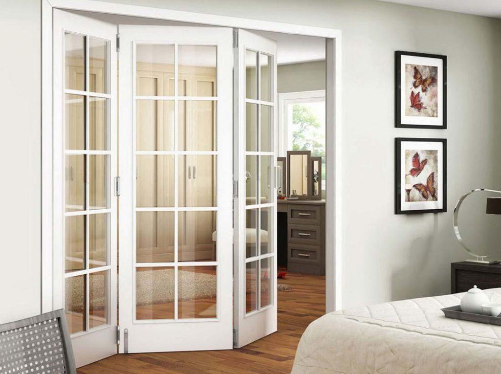 Складные белые двери гармошка