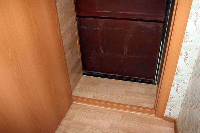 Отделка дверных откосов ламинатом