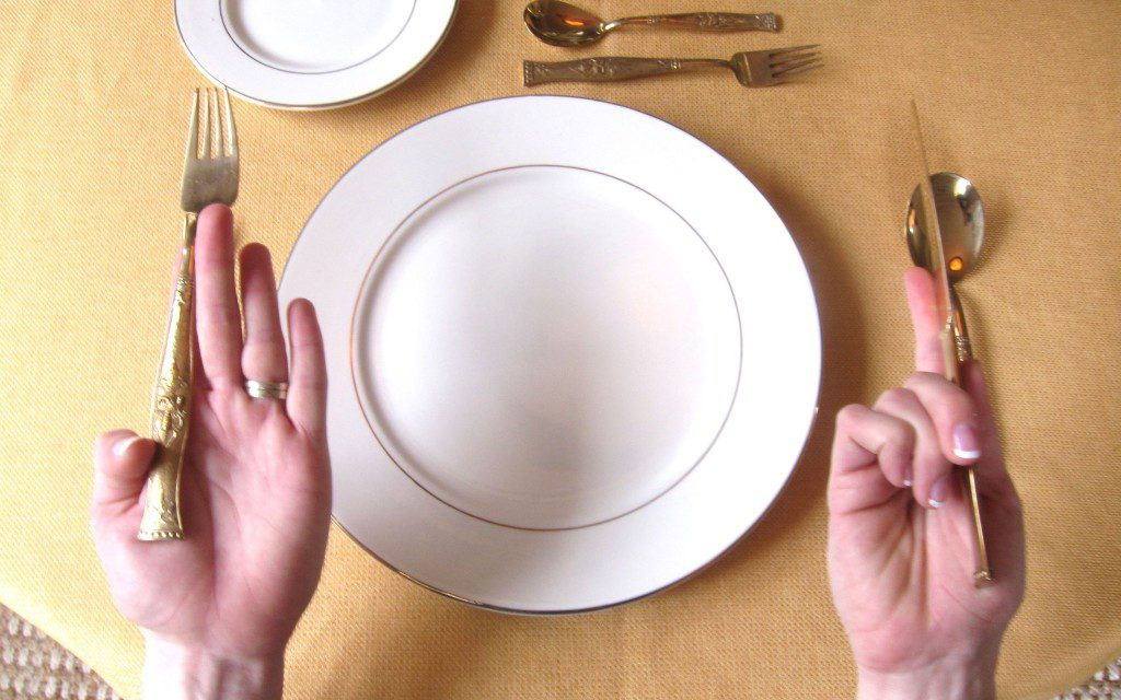 Как пользоваться столовыми приборами