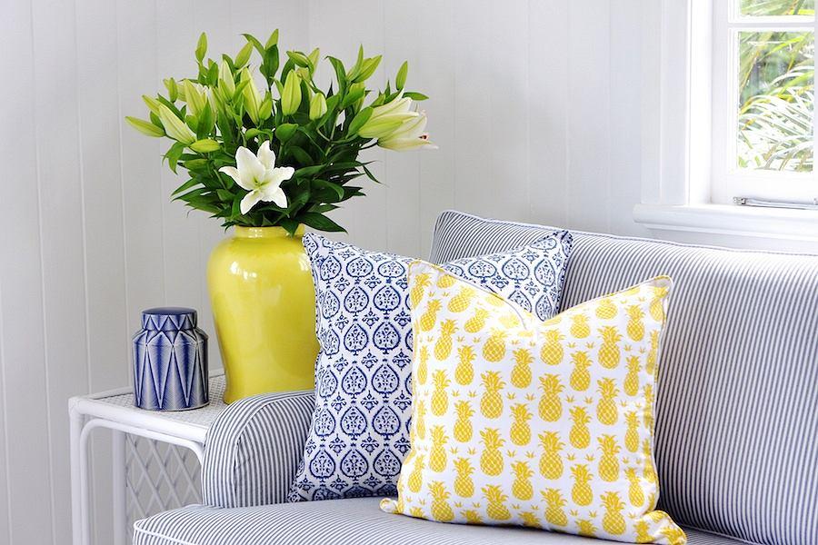 Декоративные подушки в цвет мебели
