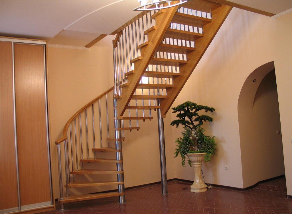 Комбинированная лестница на второй этаж