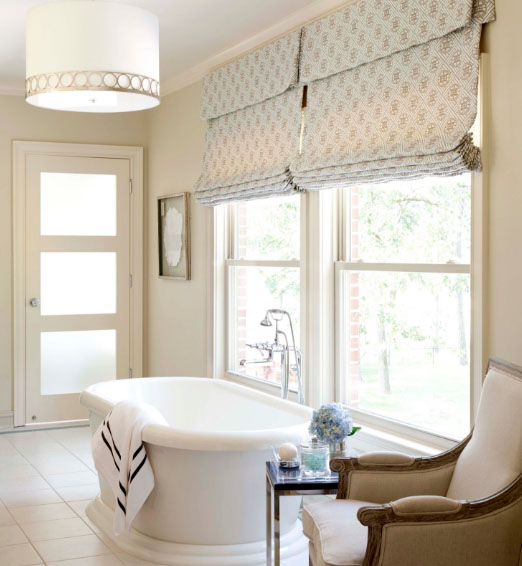 дизайнеры советуют подбираем римские шторы для гостиной