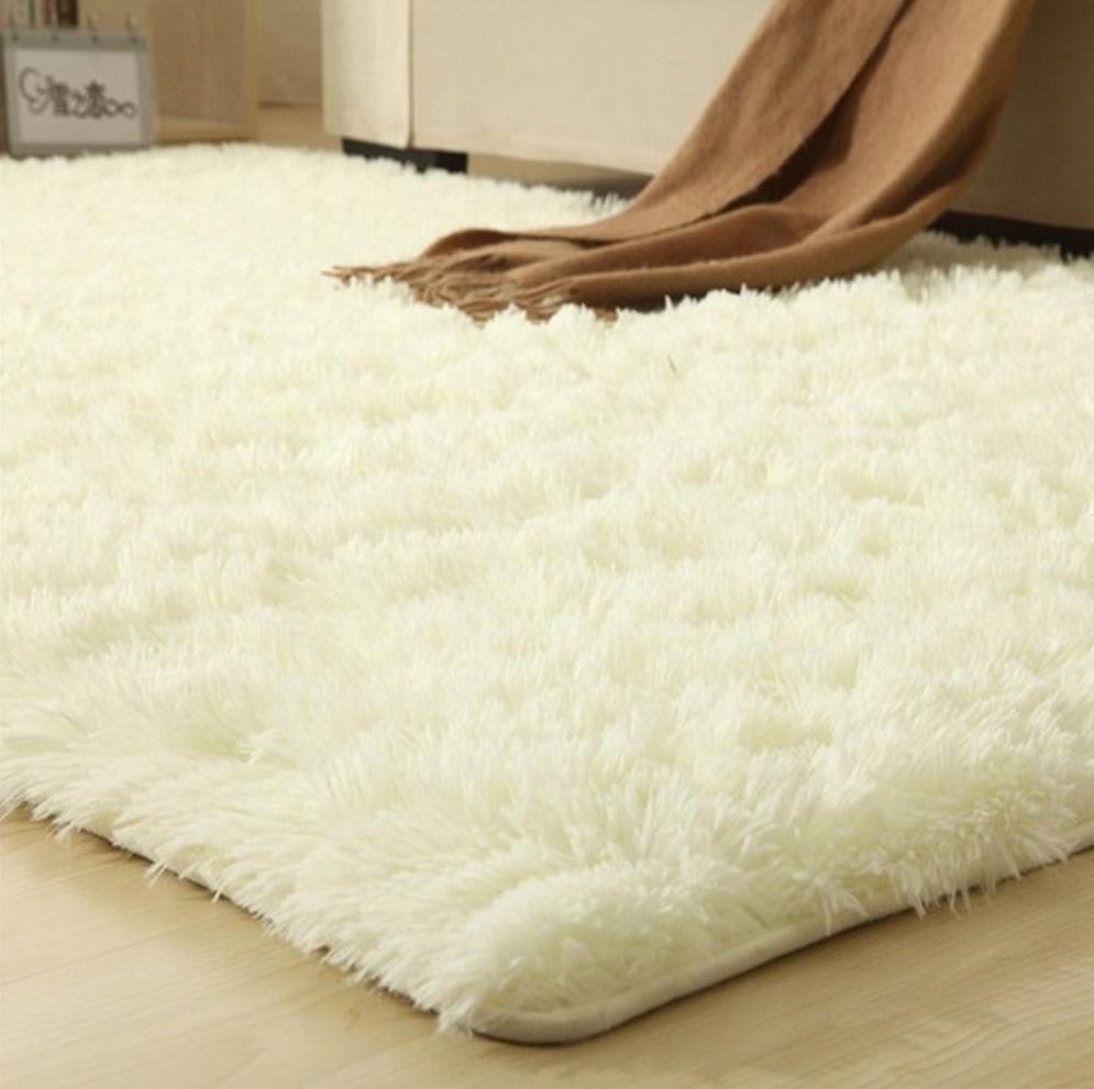 Пушистый прикроватный коврик