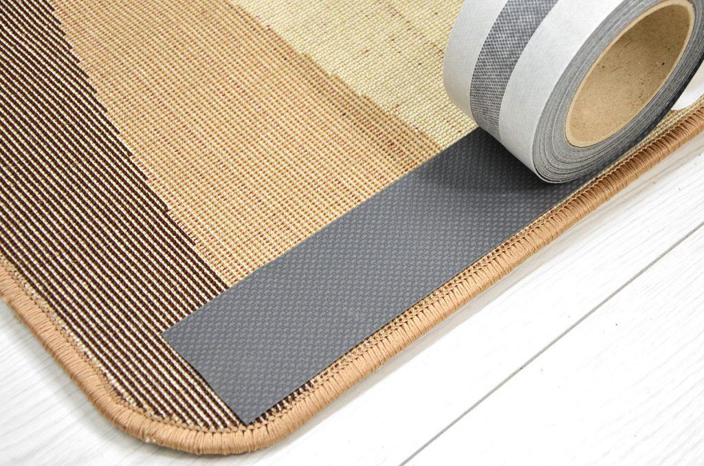 Чем крепить противоскользящую сетку на ковёр