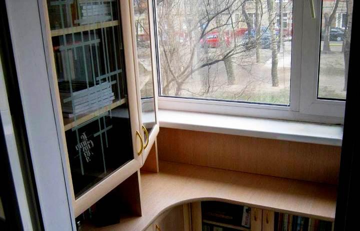 встроенные шкафы на балкон эргономика и функционал