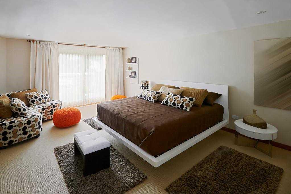 Как расположить маленькие коврики в спальне