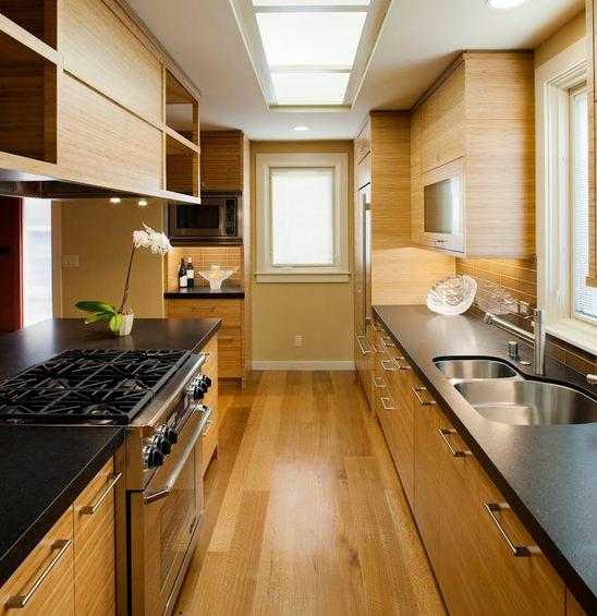 Дизайн и интерьер узкой кухни в фото