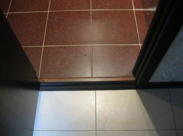 Декор двери в ванную своими руками 76