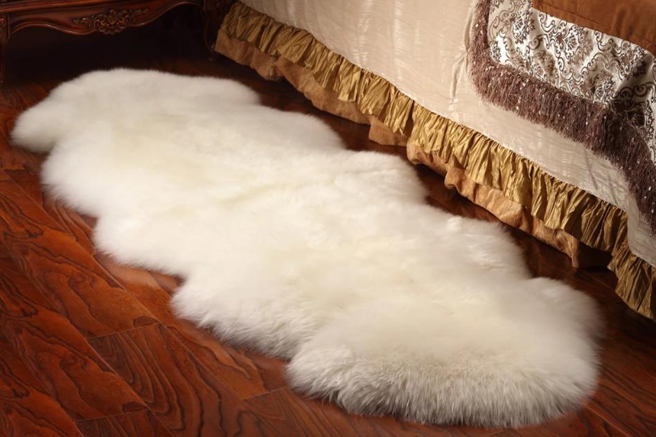 Маленький пушистый коврик для спальни