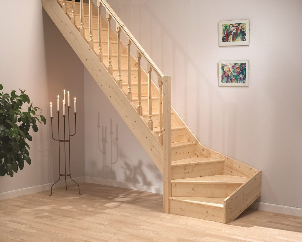 Компактная деревянная лестница на 2 этаж