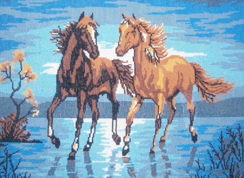 Вышивка бегущие от грозы лошади 80