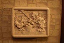 Резные панно из дерева: фото резного декора, картины из дерева Индонезия, резное панно своими руками для бани, деревянные на стену, видео 55