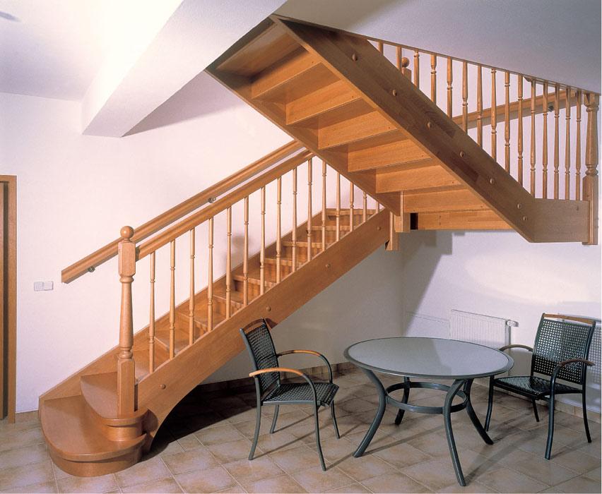 Маршевая лестница на второй этаж в частном доме