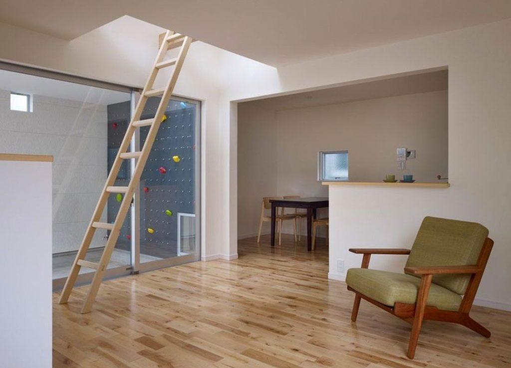 Приставная лестница на второй этаж
