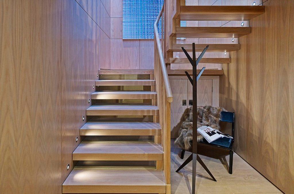 Освещение двухмаршевой лестницы