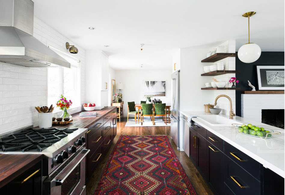 Ковер в интерьере кухни