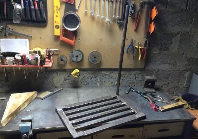 Самодельный сварочный стол в гараж в фото
