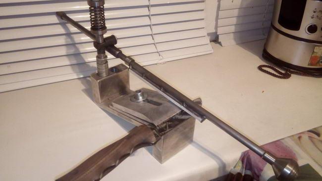 Самодельное приспособление для заточки ножей в фото