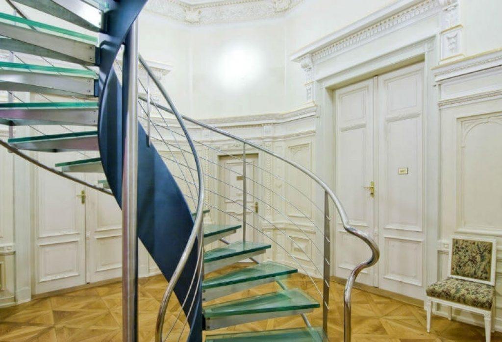 Винтовая лестница в стиле модерн