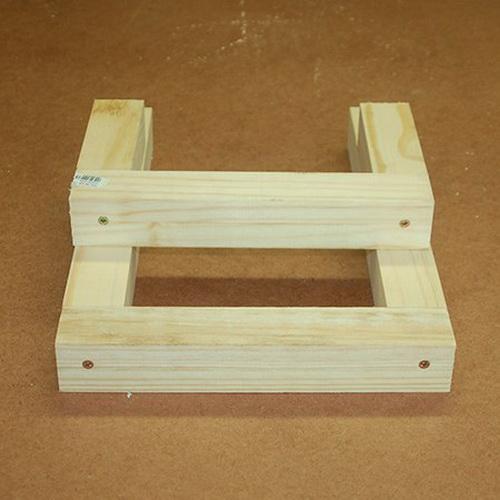 Самодельный табурет с ящиком для инструментов и ступенькой в фото