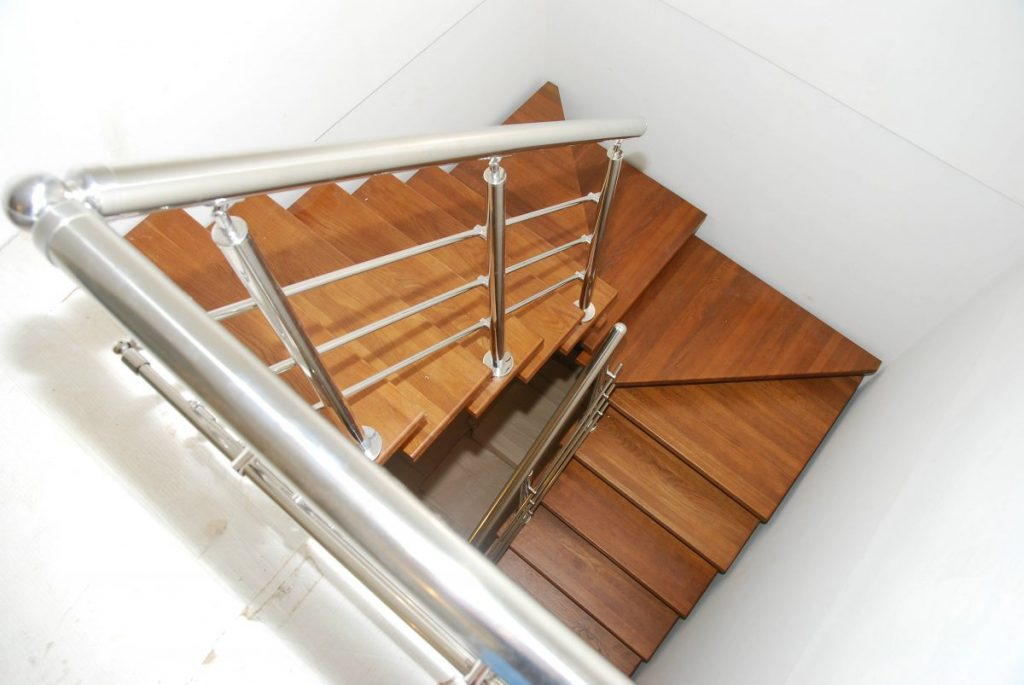 Лестница на 180 градусов с забежными ступенями