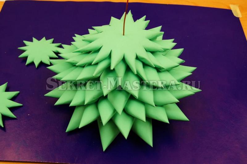 Объемная елка из бумаги