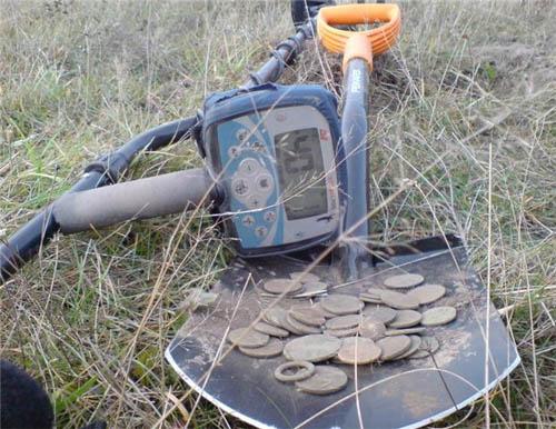 Металлоискатель на даче: ищем спрятанное и потерянное в фото