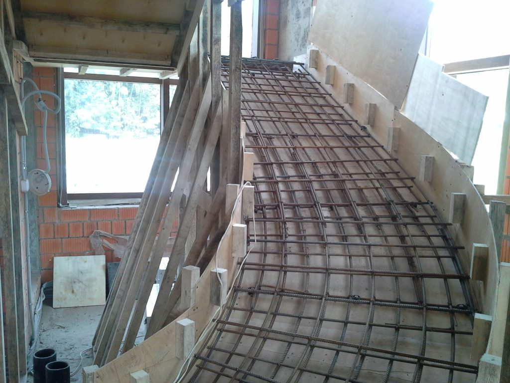 Опалубка под монолитную лестницу
