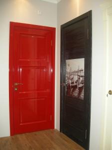 Межкомнатные глянцевые двери: выбираем и оцениваем белые двери