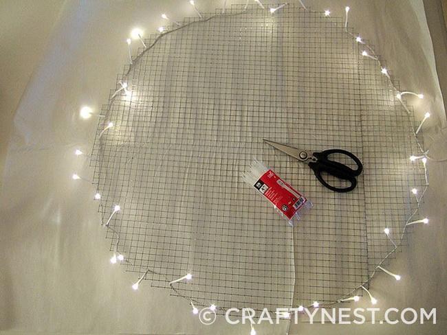 Классный и оригинальный светильник на стену из кофейных фильтров своими руками в фото