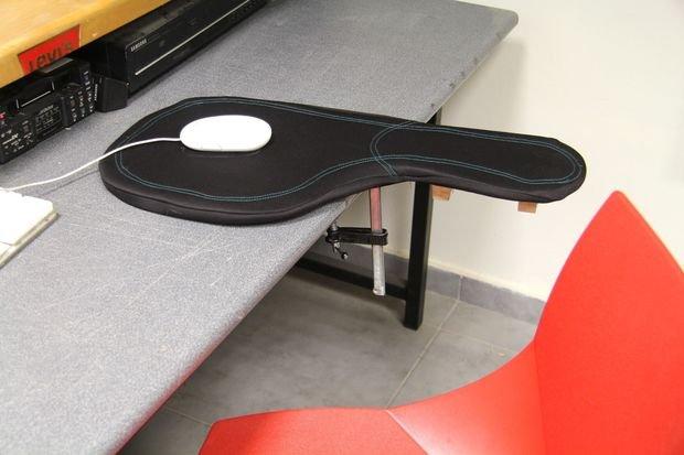 Подставка для работы с компьютерной мышью в фото
