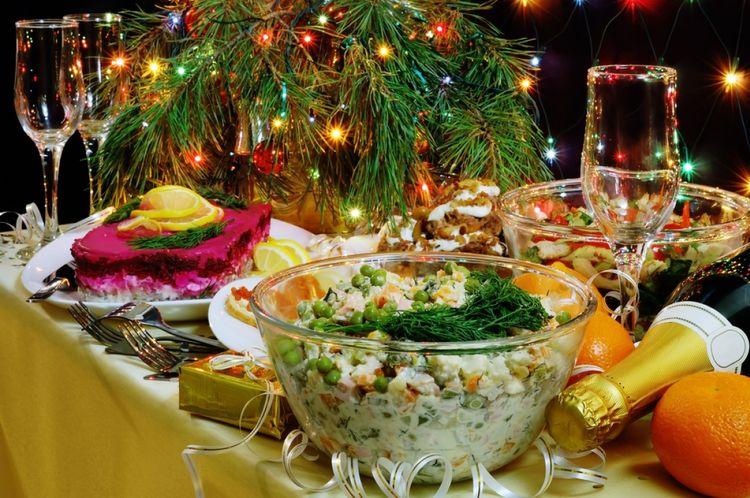 Как украсить стол на Новый год 2018: идеи праздничного декора на год Желтой собаки (37 фото) в фото