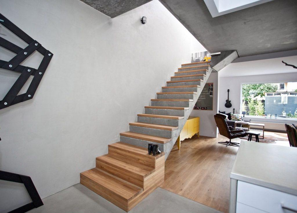 Монолитная бетонная лестница на второй этаж