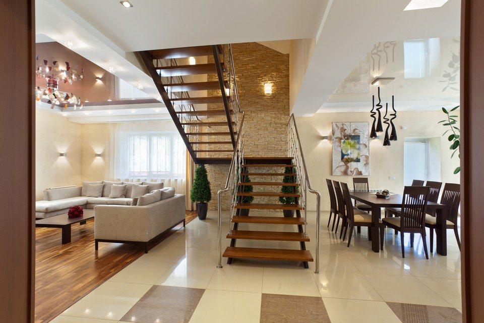 Зонирование помещения с помощью лестницы