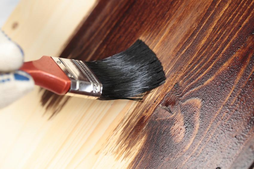 Чем покрыть деревянную лестницу
