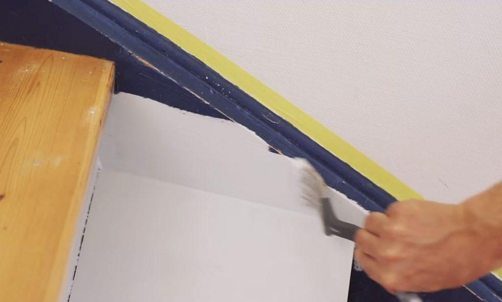 Покраска деревянной лестницы в доме