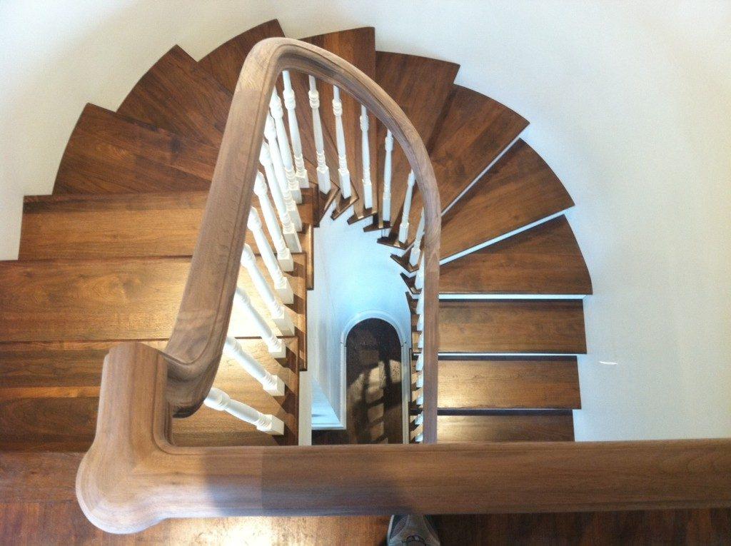 С-образная лестница с забежными ступенями