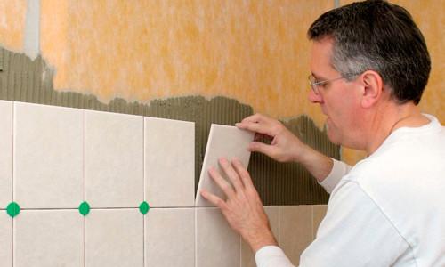 Как проводится укладка керамической плитки на фанеру? в фото