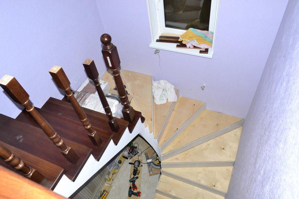 Отделка бетонной лестницы деревом