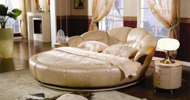 Круглая кровать в интерьере спальни