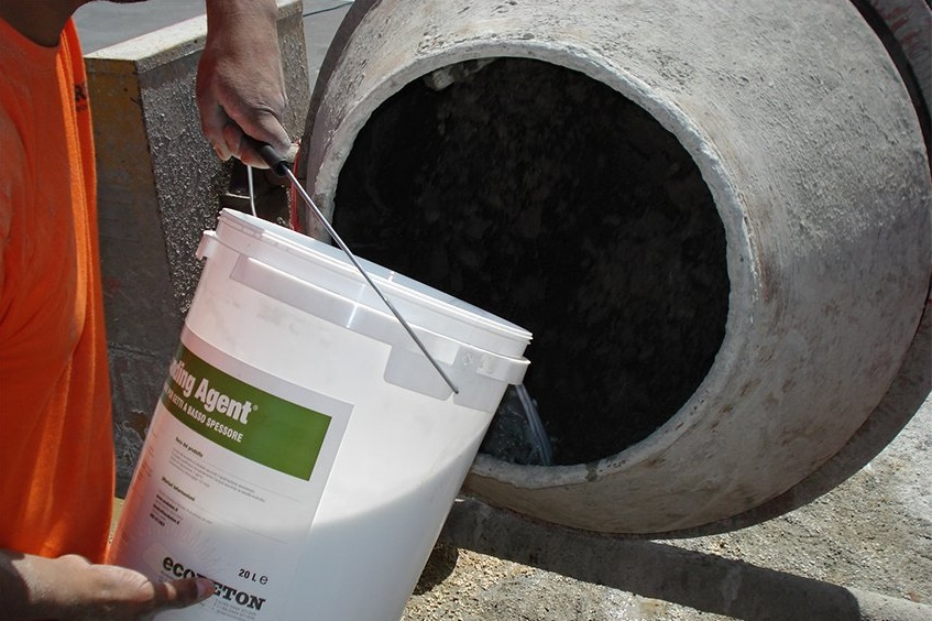 Добавление пластификатора в бетон