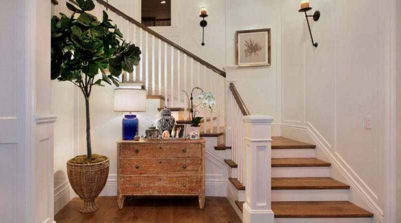Особенности дизайна прихожей с лестницей и возможные варианты обустройства | +70 фото в фото
