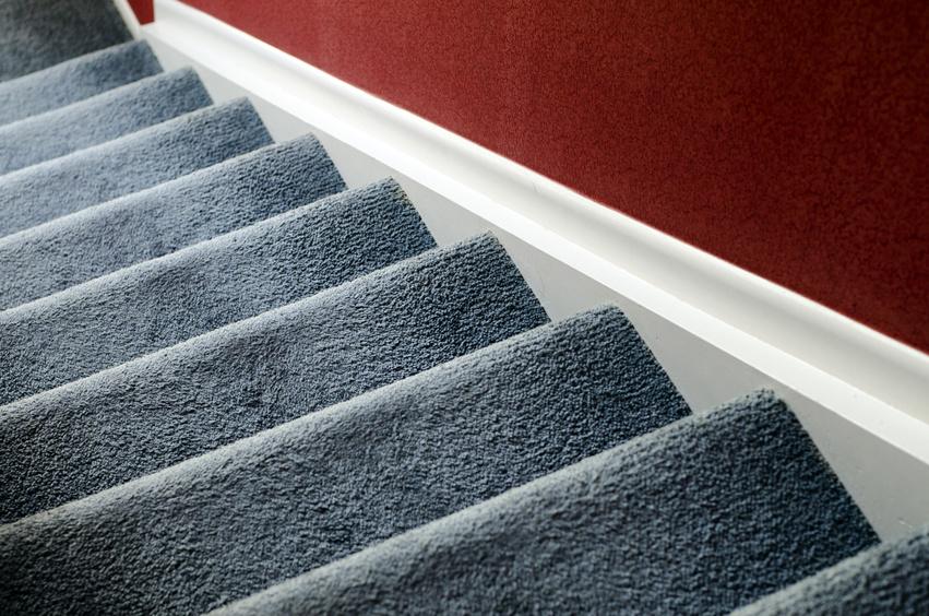 Ковролин на ступенях лестницы
