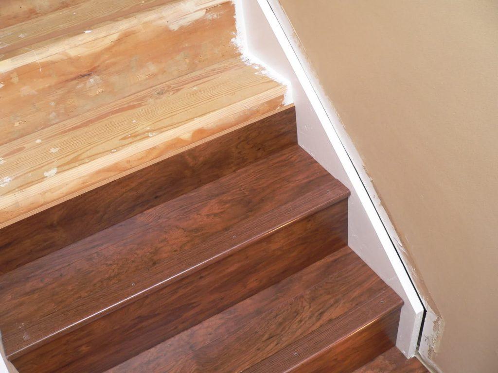 Отделка лестницы ламинатом