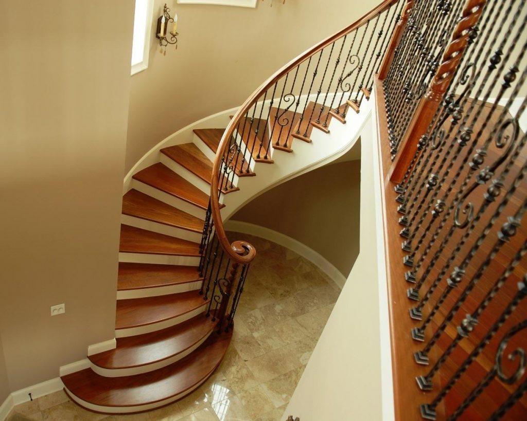 Бетонная лестница с отделкой