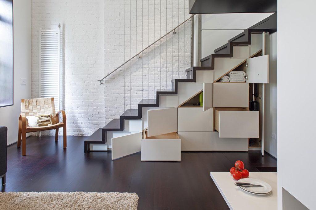 Шкаф-гардеробная под лестницей