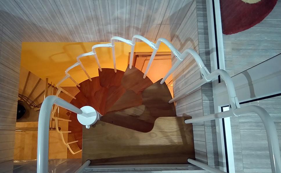 Винтовая лестница утиный шаг