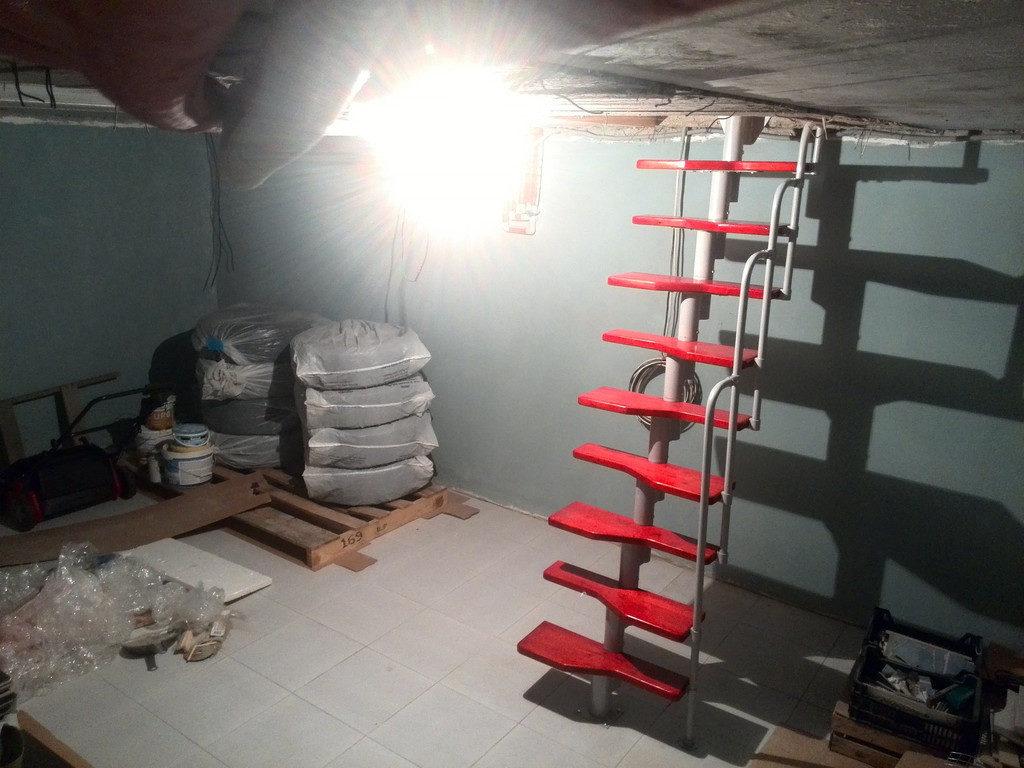 Модульная лестница в подвал