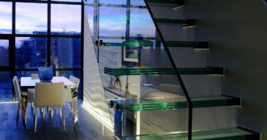 Преимущества и недостатки стеклянных лестниц [идеи дизайна и варианты исполнения]