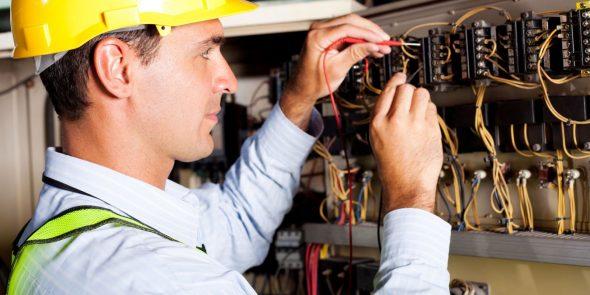 Заказать услуги электрика с выездом на дом стало гораздо проще в фото